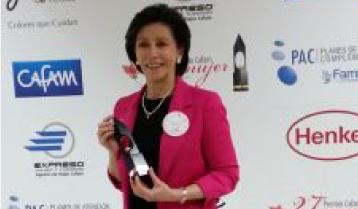 Marzo 15 de 2015 | Premio Mujer Cafam – primera mención a la Dra. Linda Guerrero